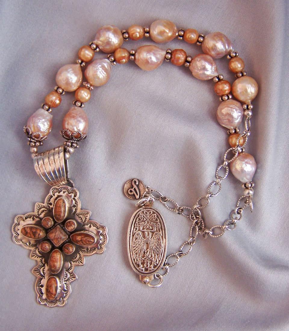 N1369 pearls